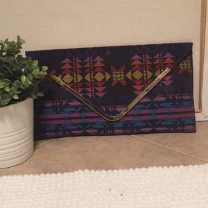 NWT Womens Tribal Print Clutch